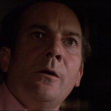 La casa che grondava sangue: Denholm Elliott in una scena del film