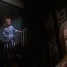 Nyree Dawn Porter con Chloe Franks (in primo piano) ne La casa che grondava sangue