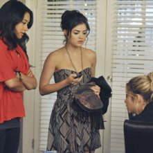 Pretty Little Liars: Shay Mitchell, Lucy Hale ed Ashley Benson nell'episodio Let the Water Hold Me Down
