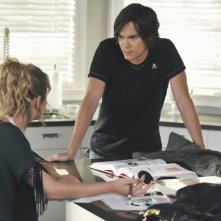 Pretty Little Liars: Tyler Blackburn ed Ashley Benson nell'episodio Let the Water Hold Me Down