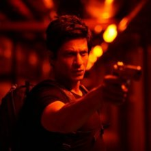 Shahrukh Khan in una scena del film Don - The King is Back