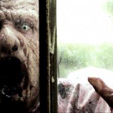 Uno dei minacciosi zombie di Eaters in primo piano