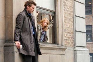 40 carati: Sam Worthington in una scena del film insieme ad Elizabeth Banks