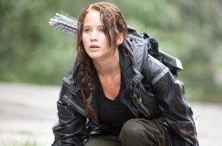 Jennifer Lawrence lotta per la sua vita in una scena di The Hunger Games