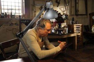 Lando Buzzanca all'opera in una scena della serie di Rai Uno, Il restauratore
