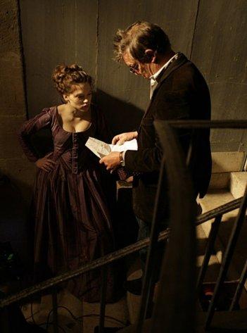 Léa Seydoux insieme al regista Benoît Jacquot sul sel film Les adieux à la reine