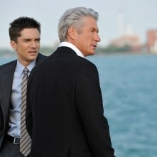 Richard Gere e Topher Grace in una scena del thriller The Double