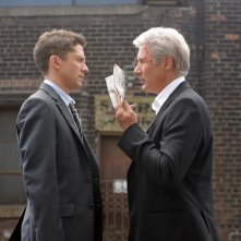 Richard Gere insieme a Topher Grace in una scena del film The Double
