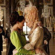 Virginie Ledoyen in un testa a testa con Diane Kruger in una scena di Farewell, My Queen