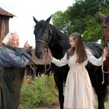 Celine Buckens con Niels Arestrup in una scena di War Horse