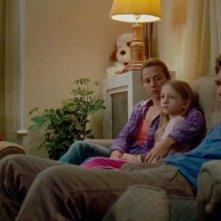 Emma Rayne Lyle, Michael Shannon e Linda Cardellini in un'immagine familiare di Return