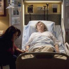 Grey's Anatomy: Debra Monk e Sara Ramirez nell'episodio Heart-Shaped Box