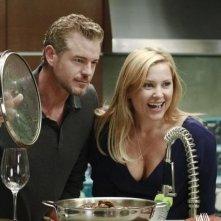 Grey's Anatomy: Jessica Capshaw ed Eric Dane in una scena dell'episodio Poker Face