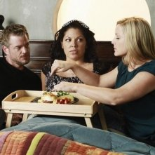 Grey's Anatomy: Jessica Capshaw, Eric Dane e Sara Ramirez in una scena dell'episodio Poker Face