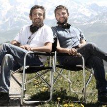 I registi del film Eric Toledano e Olivier Nakache posano sul set di Intouchables