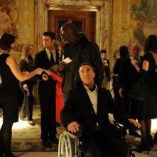Intouchables: François Cluzet e Omar Sy in una scena del film