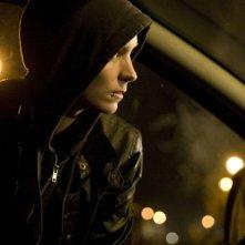 Millennium - Uomini che odiano le donne: Rooney Mara è la misteriosa Lisbeth Salander in una scena del film