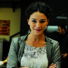 Nicole Grimaudo sorride in una scena del film L'ultima spiaggia