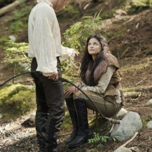 C'era una volta: Josh Dallas e Ginnifer Goodwin in una scena dell'episodio Snow Falls