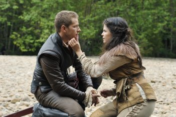 C'era una volta: Josh Dallas e Ginnifer Goodwin nell'episodio Snow Falls