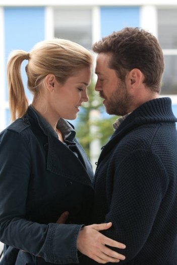 Haven: Emily Rose e Jason Priestley nell'episodio Roots