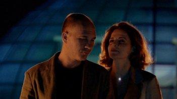Anna Galiena e Dario Grandinetti in una scena del film Sleeping Around