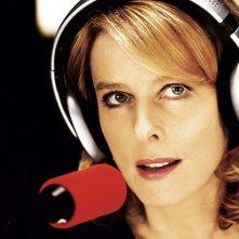 Karin Viard è una famosa personalità radiofonica in Parlez-moi de vous