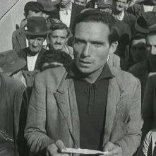 Ladri di biciclette: Lamberto Maggiorani in una scena del film