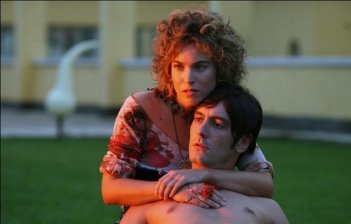 Sleeping Around: Francesca Faiella insieme a Marco Foschi in una scena del film