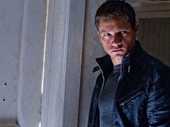 Un primo piano di Jeremy Renner in The Bourne Legacy