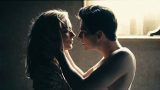 Ben Barnes e Nora Arnezeder in un'immagine intima di The Words