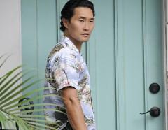 Daniel Dae Kim su e giù per Honolulu