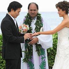 Hawaii Five-0: Daniel Dae Kim e Reiko Aylesworth in una scena dell'episodio Alaheo Pau'ole