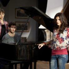 La verità nascosta: Martina Garcìa insieme a Quim Gutiérrez e Clara Lago in una scena del film
