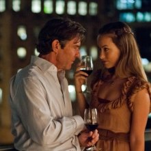 Olivia Wilde e Dennis Quaid in una scena intima di The Words