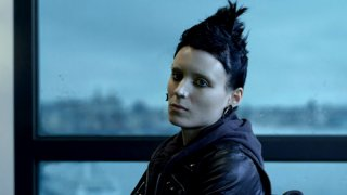 Rooney Mara è Lisbeth Salander in una scena del film Millennium - Uomini che odiano le donne
