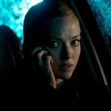 Una preoccupata Amanda Seyfried in un primo piano del thriller Gone