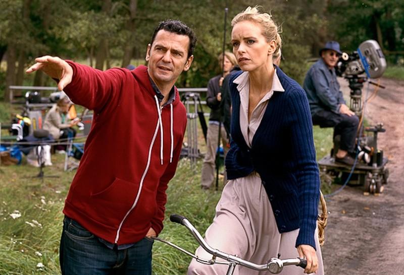 Il regista Christian Petzold sul set del film Barbara insieme a Nina Hoss