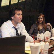 Scandal: Henry Ian Cusick e Darby Stanchfield in una scena del pilot
