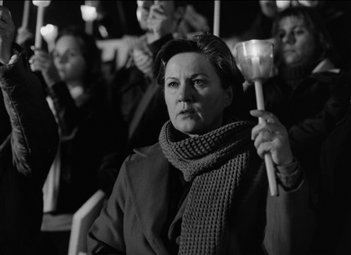 Teresa Madruga in una scena del film Tabu diretto da Miguel Gomes