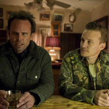 Justified: Walton Goggins e Jeremy Davies nell'episodio The I Of The Storm