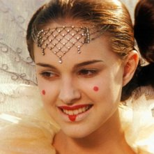 Natalie Portman è la regina Padmé Naberrie Amidala in una scena di Star Wars: Episode I - La minaccia fantasma 3D