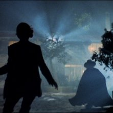 Gli orrori del castello di Norimberga: Elke Sommer e Joseph Cotten in una scena del film