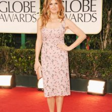Golden Globes 2012: Connie Britton sfila sul tappeto rosso