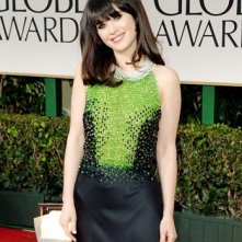 Golden Globes 2012: Zooey Deschanel, protagonista di New Girl, sul tappeto rosso
