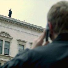 Martin Freman e Benedict Cumberbatch al telefono in una delle scene chiave di The Reichembach Fall