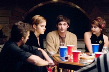 Emma Watson, Logan Lerman e Mae Whitman in una scena di The Perks of Being a Wallflower