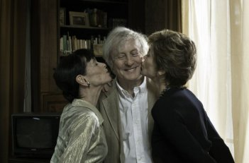 Jane Fonda, Claude Rich, Geraldine Chaplin nella commedia And If We All Lived Together