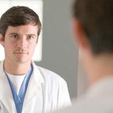 Orlando Bloom in un bel primo piano di The Good Doctor