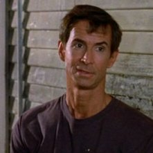 Tony Perkins in Psycho II: una scena del film